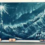 宮部みゆき最新作のカバーデザインを『アナ雪』黒板アートで有名になった女子高生が担当
